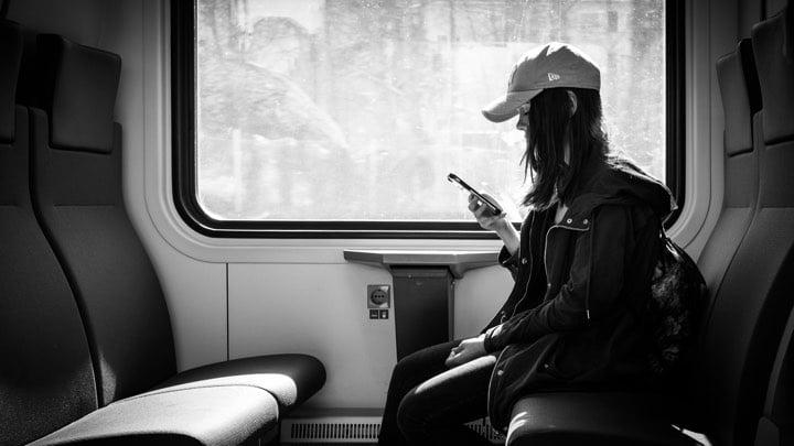 Cum abordezi necunoscute în tren